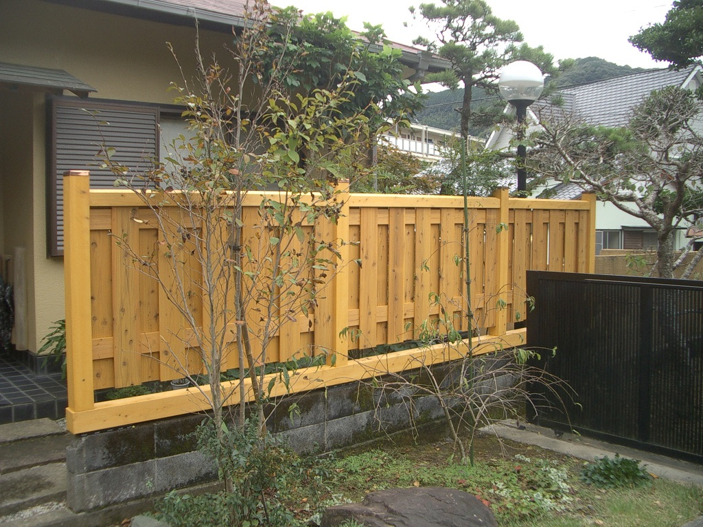 ありそうでなかった木製の塀